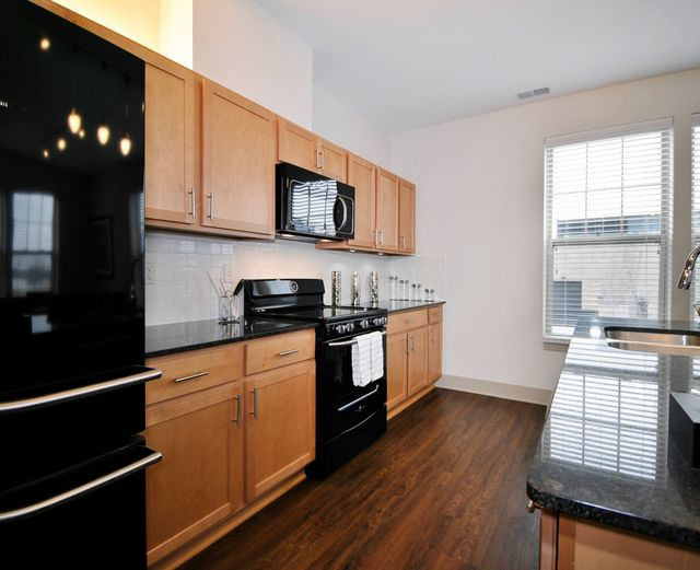 Orleans Landing - Bright, open air kitchen, black appliances. and granite countertops